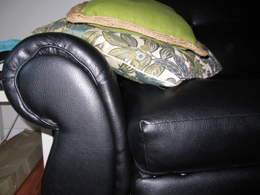 The piping on the right arm rest